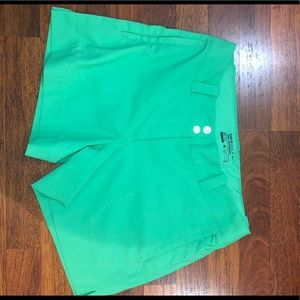 Nike Golf shorts size 6 green